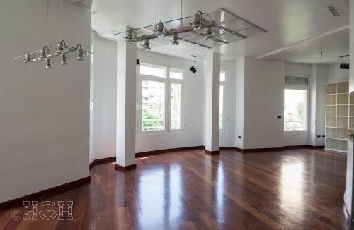 Detalle ventanales y mirador que da luminosidad al comedor salón del piso en barrio ensanche, ruzafa, Valencia. Proyecto realizado íntegramente por Global Home Happiness.