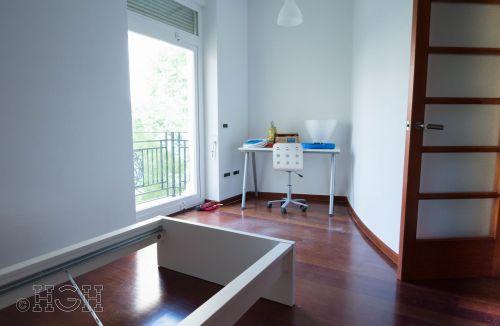 Detalle habitación doble con balcón exterior del piso en barrio ensanche, ruzafa, Valencia. Proyecto realizado íntegramente por Global Home Happiness.