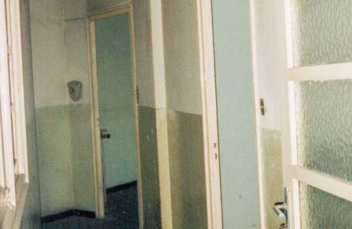 Estado original distribución de pasillo y puertas del piso en barrio ensanche, ruzafa, Valencia. Proyecto realizado íntegramente por Global Home Happiness.