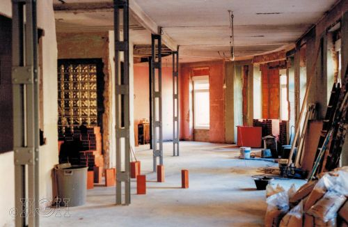 Replanteo y saneamiento de pilares vistos en comedor salón del piso en barrio ensanche, ruzafa, Valencia. Proyecto realizado íntegramente por Global Home Happiness.