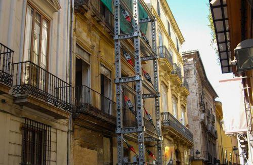 Estabilización del edificio para viviendas, oficinas y local comercial en Calle Caballeros 32, Barrio del Carmen, Valencia. Proyecto de ejecución y dirección de obra realizados por los Arquitectos Don Giuliano Brescacin y Don Antonio Puértolas de la empresa Global Home Happiness.