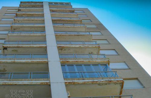 Detalle de actuaciones en balcones del Proyecto básico y de ejecución del Edificio Torre del Castillo, en Jávea, Alicante. Proyecto, dirección de obra y rehabilitación de fachada realizada íntegramente por personal de Global Home Happiness.