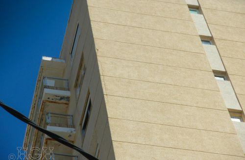 Detalle de grietas en fachada C del Proyecto básico y de ejecución del Edificio Torre del Castillo, en Jávea, Alicante. Proyecto, dirección de obra y rehabilitación de fachada realizada íntegramente por personal de Global Home Happiness.
