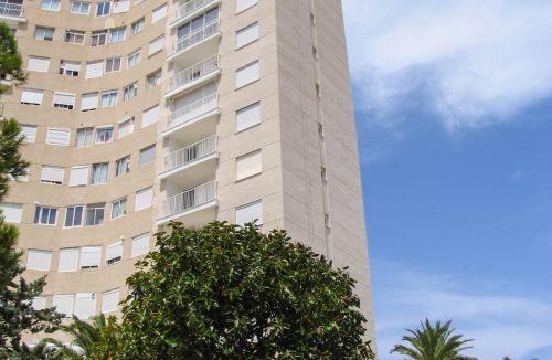 Detalle de estado final en fachada A del Proyecto básico y de ejecución del Edificio Torre del Castillo, en Jávea, Alicante. Proyecto, dirección de obra y rehabilitación de fachada realizada íntegramente por personal de Global Home Happiness.