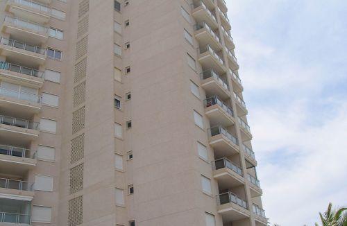 Detalle de estado final en fachada del Proyecto básico y de ejecución del Edificio Torre del Castillo, en Jávea, Alicante. Proyecto, dirección de obra y rehabilitación de fachada realizada íntegramente por personal de Global Home Happiness