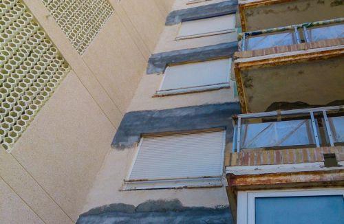 Vista actuaciones en balcones fachada E del Proyecto básico y de ejecución del Edificio Torre del Castillo, en Jávea, Alicante. Proyecto, dirección de obra y rehabilitación de fachada realizada íntegramente por personal de Global Home Happiness.