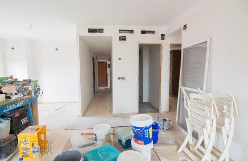 Vista del pasillo y distribuidor del comedor salón del piso en valencia. Construcción y reforma realizada íntegramente por personal de Global Home Happiness.
