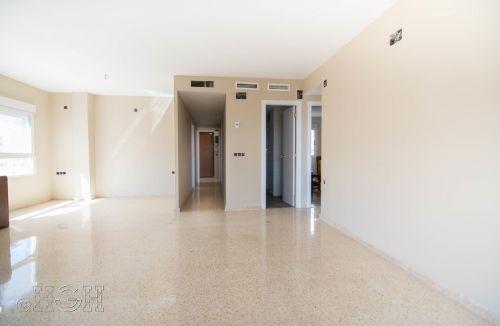 Vista final del pasillo y distribuidor del comedor salón del piso en valencia. Construcción y reforma realizada íntegramente por personal de Global Home Happiness.