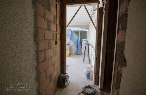 Estado en construcción del pasillo con comedor salón al final, para su nueva distribución de la reforma integral en Avenida Blasco Ibáñez, Zona Mestalla, Valencia. Reforma de Global Home Happiness.