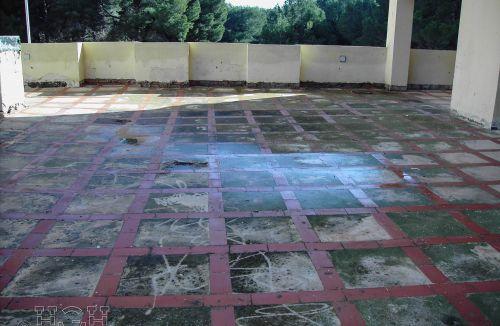 Estado original de los pavimentos en edificio de vivienda en Gola de Puchol, Valencia. Obra de refuerzo estructural realizado por personal de Global Home Happiness