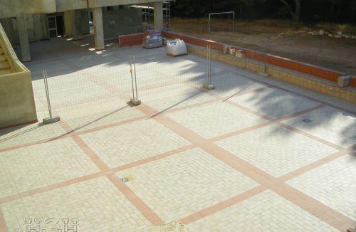 Estado final de la colocación de pavimentos en terrazas en edificio de vivienda en Gola de Puchol, Valencia. Obra de refuerzo estructural realizado por personal de Global Home Happiness