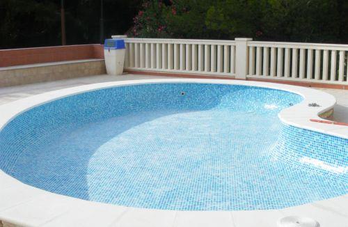 Fase de acabados en piscina infantil en edificio de vivienda en Gola de Puchol, Valencia. Obra de refuerzo estructural realizado por personal de Global Home Happiness